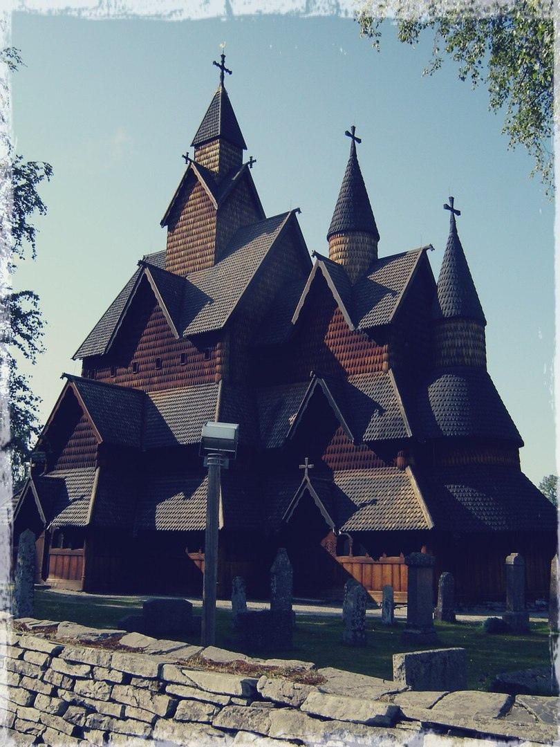 Ставкирка в Норвегии, одна из наиболее ранних сохранившихся христианских церквей