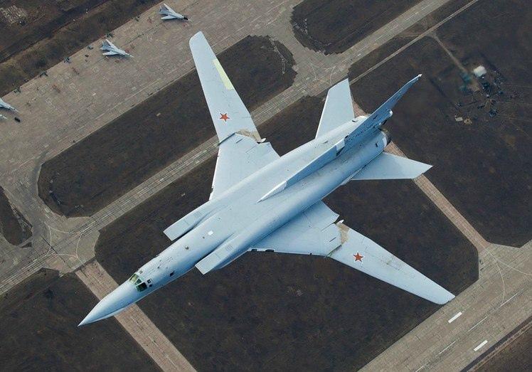 ТУ-22М3 — ДАЛЬНИЙ СВЕРХЗВУКОВОЙ РАКЕТОНОСЕЦ-БОМБАРДИРОВЩИК, изображение №6