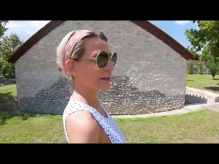 Subil Arch - Mom At Roman Ruins. Stepmom visits son in Budapest [Mother, Son, Step, Foot Fetish, Subil Arch, Immoral Live]