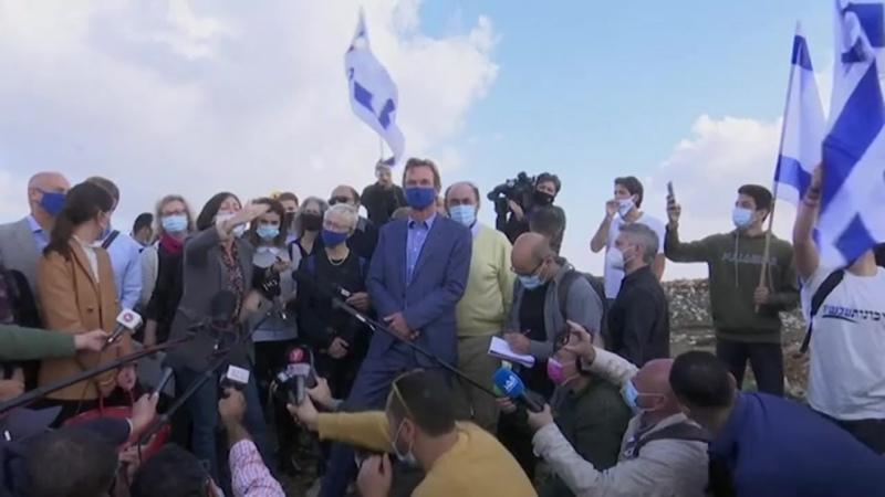 _Terrorunterstützer_ - Protestler brüllen EU- und NGO-Vertreter in Jerusalem nieder(360P).mp4