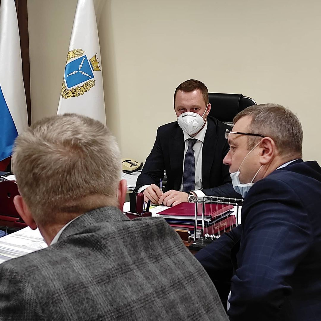 Председатель регионального правительства Роман Бусаргин провёл совещание по вопросу вывоза твердых коммунальных отходов