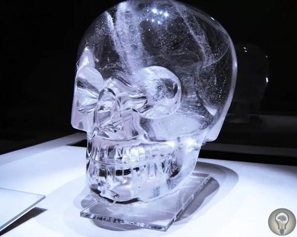 Кто создал хрустальные черепа «Объекты пристального внимания» сплошная загадка Вся эта история очень странная. Чтобы ее описать, потребуется много букв, но постараюсь покороче. Вот уже много