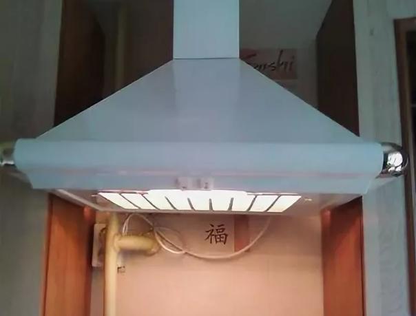 Продам вытяжку над газовой плитой (за 2000 руб.)Ди...