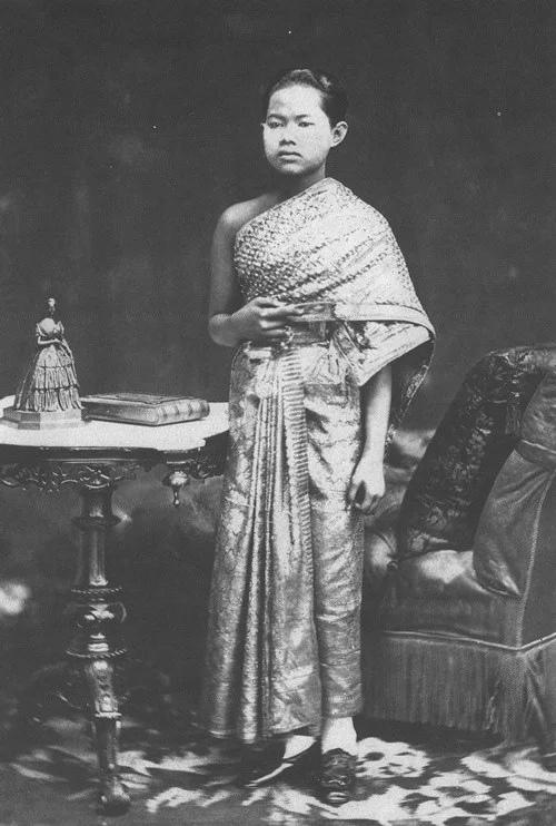 Сунандха Кумариратана в возрасте 17 лет. Фото: 1877 г.