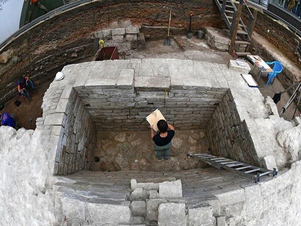Археологи нашли в Кремле усадьбу зажиточных москви...