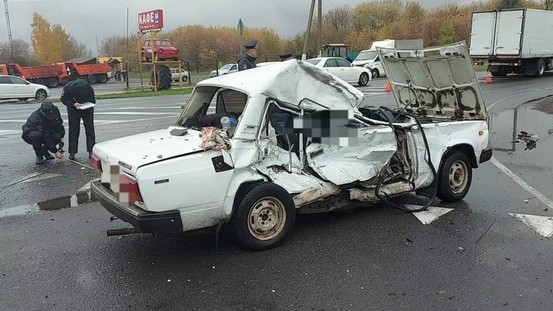 ???? В Курской области в ДТП с грузовиком погибли два человека   Авария произошла утром 14... Курск