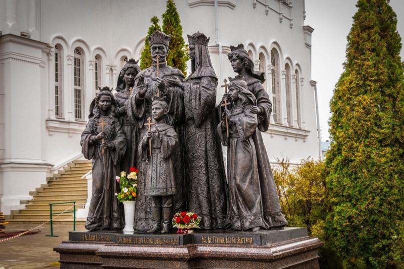 Памятник семье императора Николая II в Кирове. Фото из открытого источника.