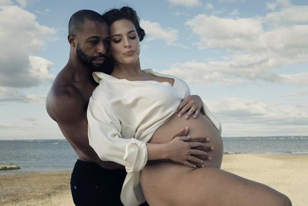 Беременная Эшли Грэм снялась для обложки Vogue, рассказала о будущем ребенке и своих попытках похудеть