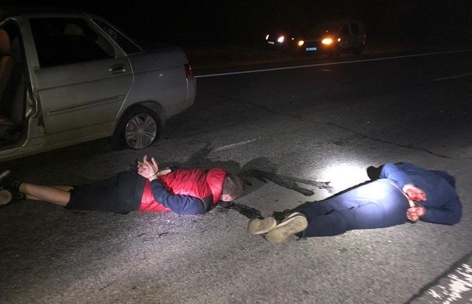Пьяный водитель сбил пешехода и сбежал: силовикам пришлось стрелять по колесам.