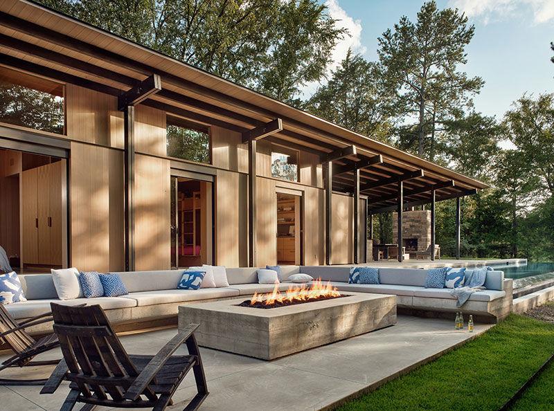 Побег от суеты: дом с бассейном в чаще соснового леса в штате Техас
