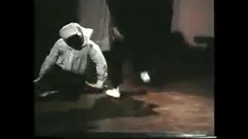 В каратэ отвлекаться никогда нельзя сцена из фильма Большое приключение Зорро 1975 г