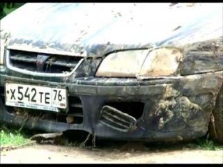 ЧП на Соколе: из-за подтопления и размыва грунта автомобиль провалился под землю