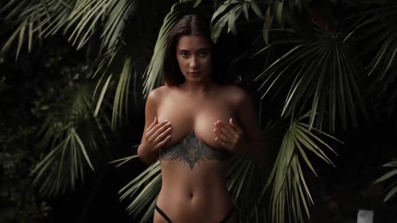 Горячая модель Кристина Щербинина Liya Silver эротическая съемка в джунглях